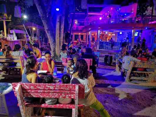 Café des Arts, Aprés Beach, happy hour, outdoor party, discounted drinks, mojito promotions